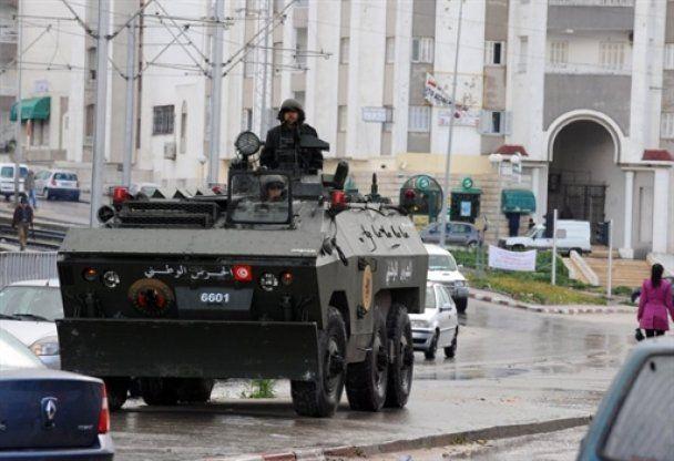 """На подавление молодежной """"рэп-революции """"в Тунисе бросили войска"""