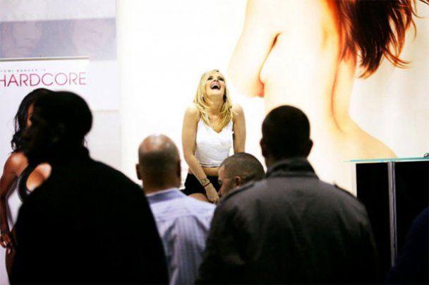 Крупнейшая выставка порноиндустрии в Лас-Вегасе