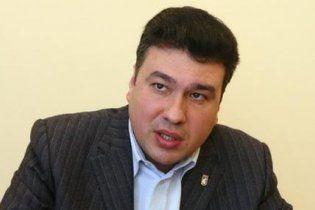 Затриманий голова земельної комісії Київради сидить в одиночній камері з поличкою для книг