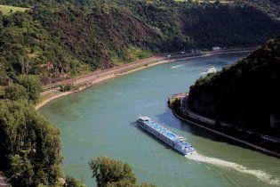 На Рейне рядом с легендарной Лорелеей перевернулся танкер с серной кислотой