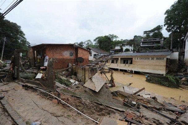 Жертвами зсувів у Бразилії стали 385 людей