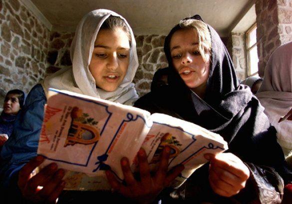 Афганські дівчата в школі