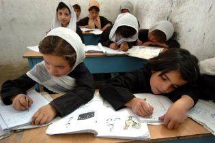 Таліби дозволили дівчаткам навчатися у школах