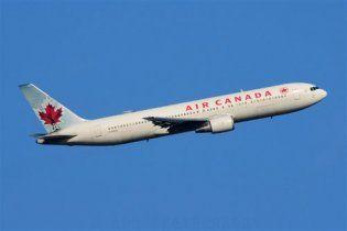 """Самолет из Торонто попал в """"воздушную яму"""", 15 пострадавших"""