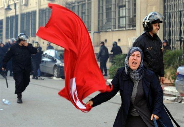 Президент Туниса бежал в Саудовскую Аравию