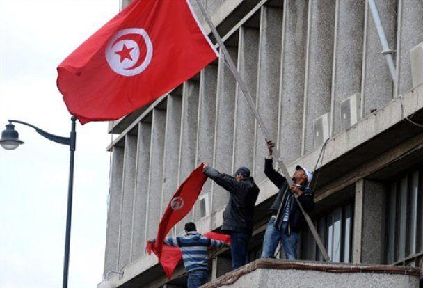 Кровопролитие в Тунисе: президент бежал, власть перешла к военным