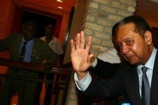 Бывший диктатор Гаити, который недавно вернулся, снова убегает