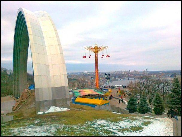 В Киеве открылся суперэкстремальный аттракцион