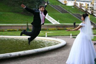 Молодята засудили оператора зі свого весілля за жахливе відео з церемонії