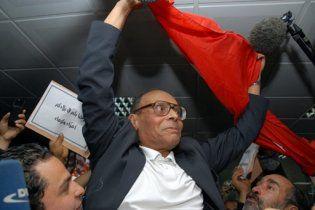 Новий уряд Тунісу звільнить із в'язниць всіх опозиціонерів