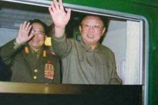 """Північнокорейські фахівці створили Кім Чен Іру """"бронепотяг-невидимку"""""""