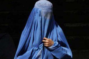 Мусульманин избил полицейского, который требовал от его жены снять паранджу