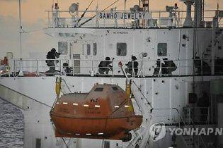 Корейский эсминец отбил у пиратов захваченное судно