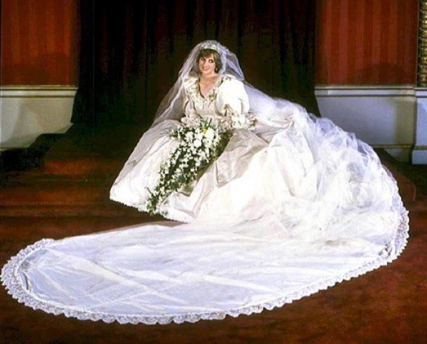 Шматок торта з весілля принца Чарльза і Діани пішов з молотка