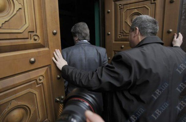Ющенко поскандалив під Генпрокуратурою