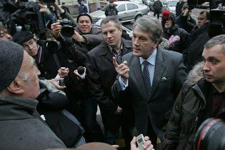 Ющенко сім годин просидів в Генпрокуратурі