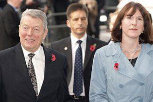 Секс-скандал у Британії: міністр втратив роботу за роман дружини з охоронцем