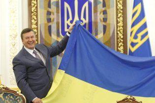 Янукович напомнил украинцам, что Конституцию будут менять