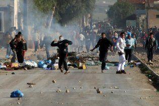 У Тунісі поліція газом розігнала демонстрантів