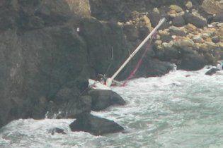 В Крыму яхта с семью людьми на борту разбилась о скалы