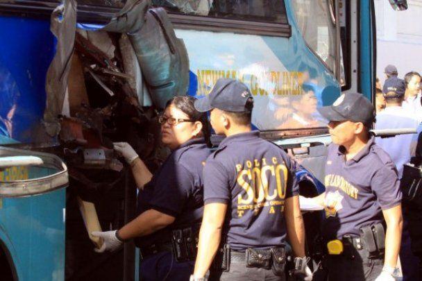 В столице Филиппин взорвался автобус, есть жертвы
