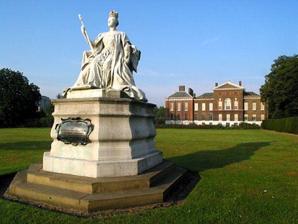 Принц Уильям отказался жить в Букингемском дворце с Елизаветой ІІ