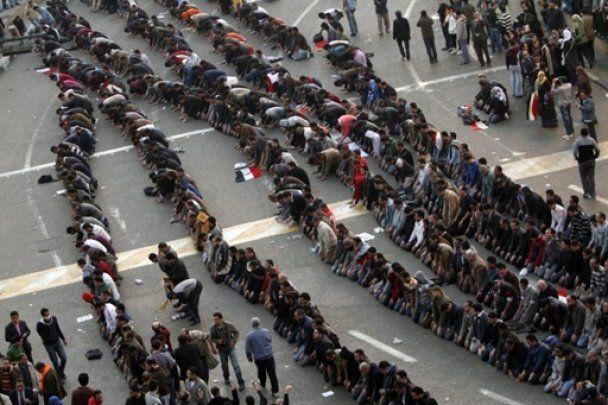 В революционном Египте появились первые жертвы беспорядков