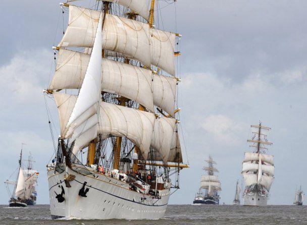 Скандал вокруг немецкого судна: военные беспробудно пьянствовали и домогались курсантов