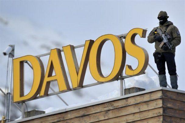 Янукович у Давосі мешкає в триповерховій віллі з білками та охоронцями