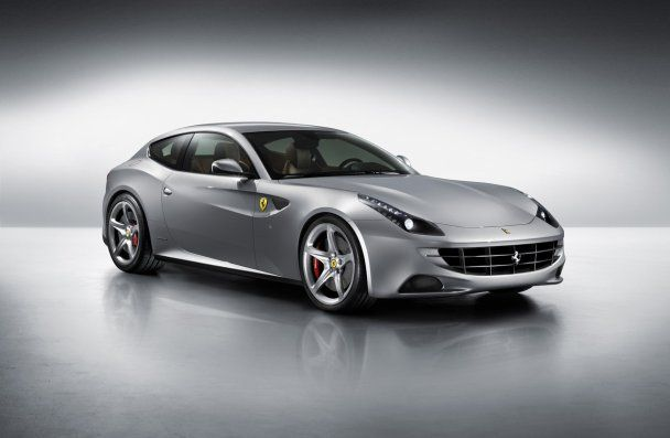 Ferrari представила первый полноприводный суперкар