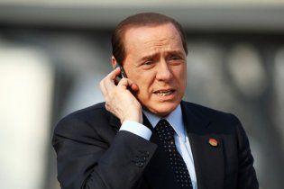 Берлусконі відмовився від мобілки через страх прослуховування