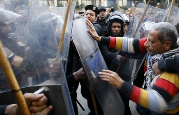 В Египте задержаны 700 бунтовщиков, бросавших камнями в полицейских