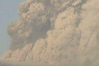 Из-за извержения вулкана в Японии запрещено движение транспорта