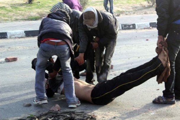 В Каире пролилась первая кровь: трое убитых, десятки раненых