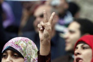 В революционном Каире отключили Интернет и мобильную связь