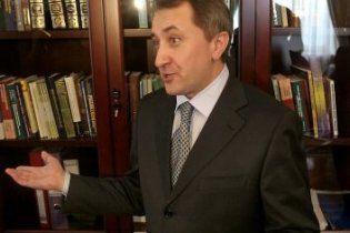 Данилишин в Україну не збирається, вчить чеську і ховає від журналістів водія