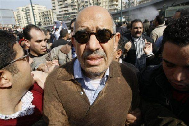 Египетские демонстранты захватили Суэцкий канал, в ответ власти арестовали главу оппозиции