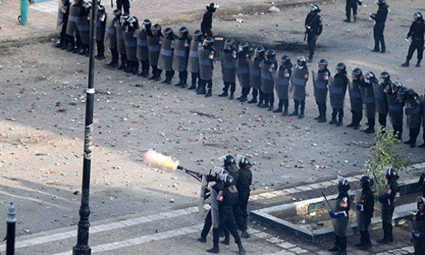 Безвластный Египет охватила новая кровавая волна протестов