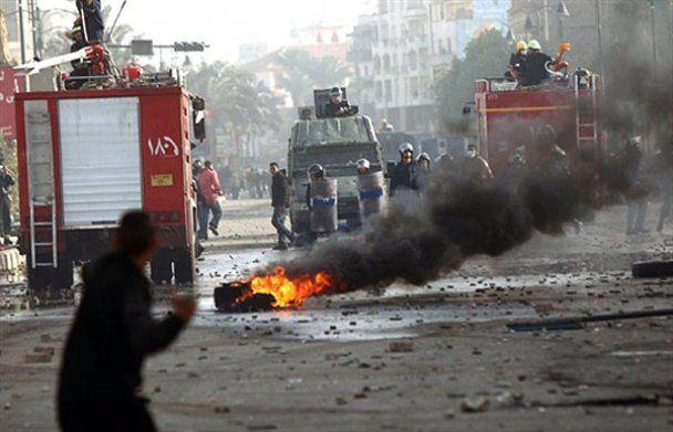 В Єгипті оголосили комендантську годину: маніфестанти відреагували агресивно