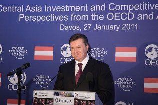 Януковича звинуватили у сексизмі та рекламі секс-туризму