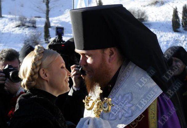 Янукович з Азаровим вшанували героїв, які загинули під Крутами