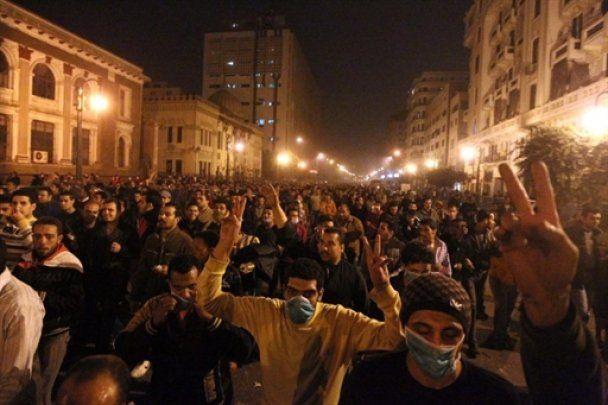 В революционном Египте начали массово эвакуировать туристов