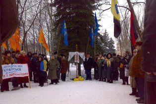 В Днепропетровске разрушили крест на могиле бойцов УНР
