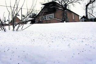 В поселке под Харьковом выпал черный снег