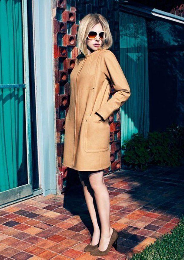 Спокуслива Скарлетт Йоханссон рекламує сукні