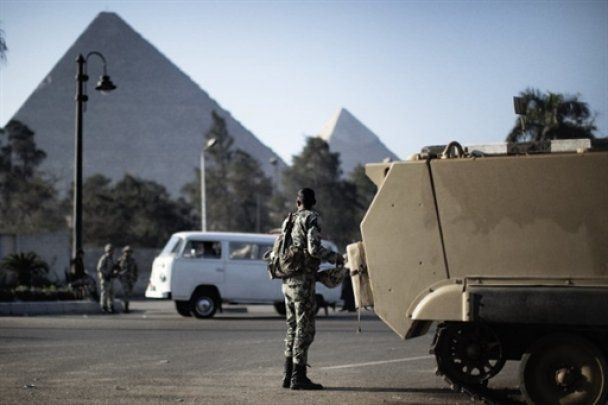 """Египет просит Мубарака уйти, чтобы не допустить """"кровавой бани"""""""