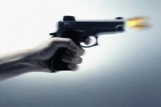Нудьгуючи за чоловіком, депресивна мати застрелила дітей за балакучість