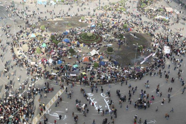 В центрі Каїра почали стріляти у демонстрантів
