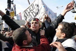 На вулиці Каїра вийшли вже два мільйони осіб