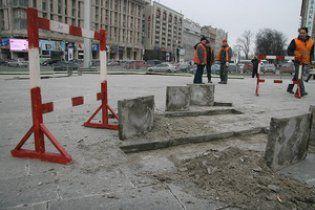 Плитку на Майдане Независимости начали демонтировать